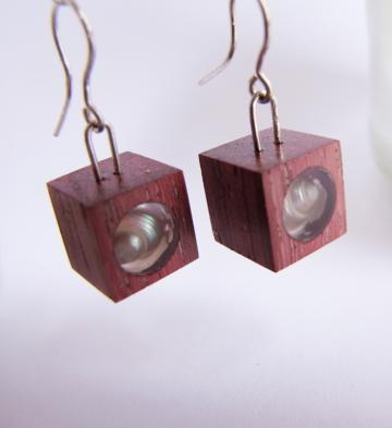 Earrings Purpleheart wood with Pearly Umboniums