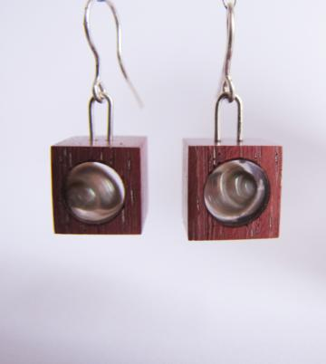 Earrings Purpleheart wood with Pearly Umboniums : $38