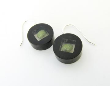 Earrings Ebony Emerald Nerite