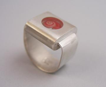 Ring Silver with Pink Umbonium Retro Style : $400