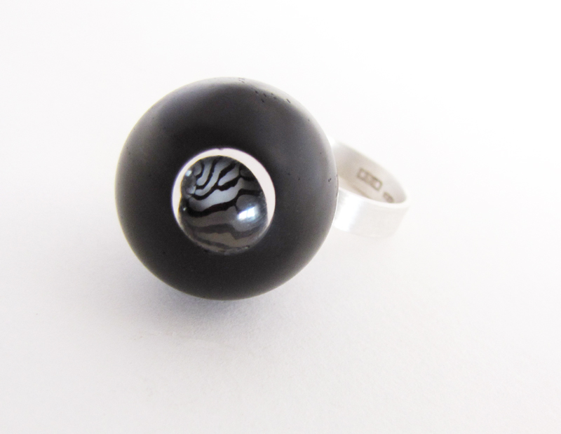 Ring Sphere Ebony Zebra shell